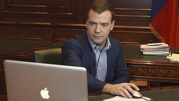 Дмитрий Анатольевич регистрирует аккаунт в Твиттере